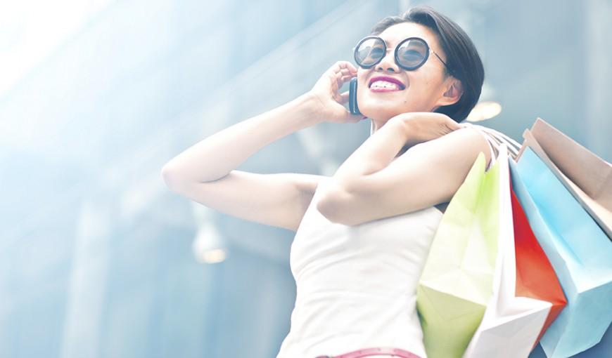 smiling-woman-shopping